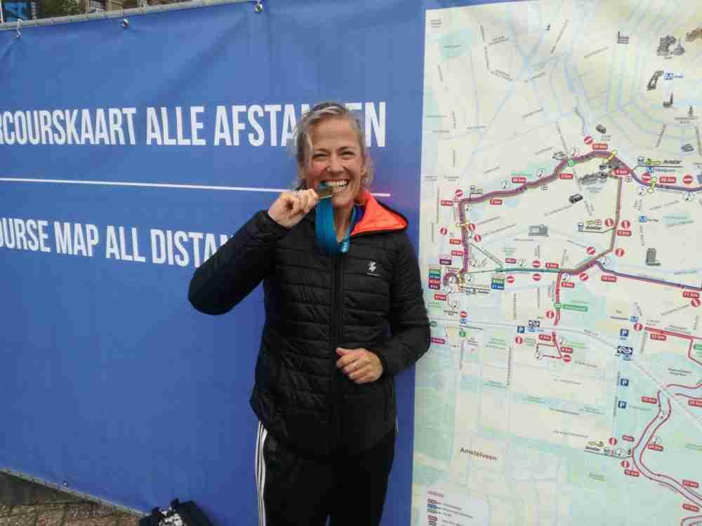 Mireille na afloop van de Marathon Amsterdam