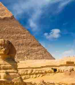 4 aflopende halve piramides